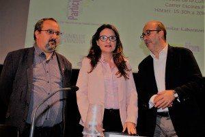 Mónica Oltra amb Txema Peláez i Diego Gómez