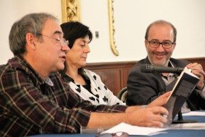 Joan Sifre amb l'alcalde presentant la novel.la