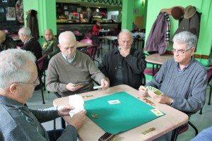 El Jucar jugant cartes
