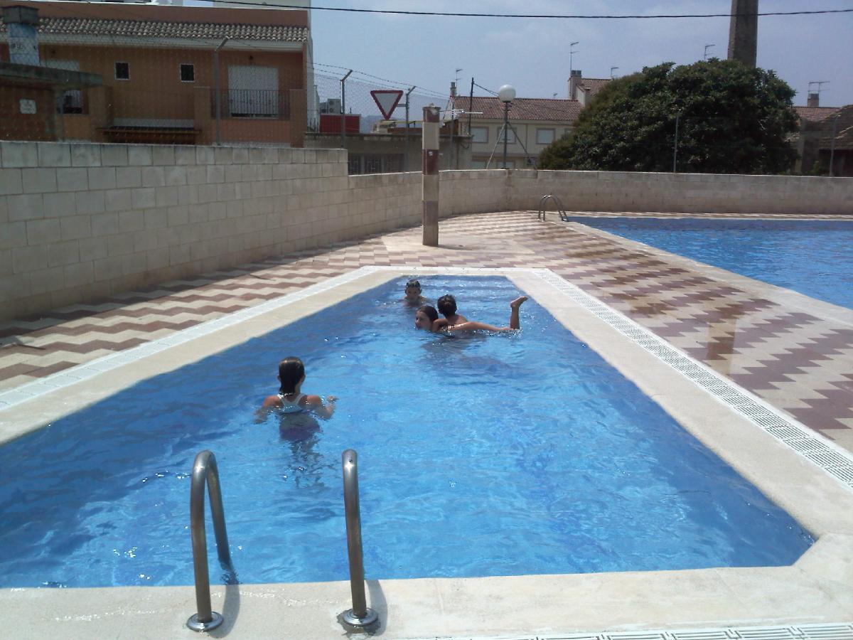La diputaci ajudar a millorar 18 for Piscina municipal alcudia