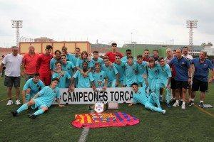 Els campions amb el magnífic trofeu