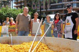 La regidora de Festes i el president de la JLF amb les Falleres Majors