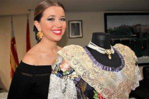 Lourdes Burgos amb el seu trage de FM