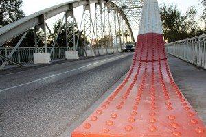 El roig amb el que es pintarà tot el pont