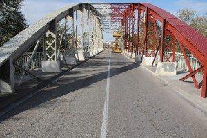 El roig corporatiu en el Pont de Ferro