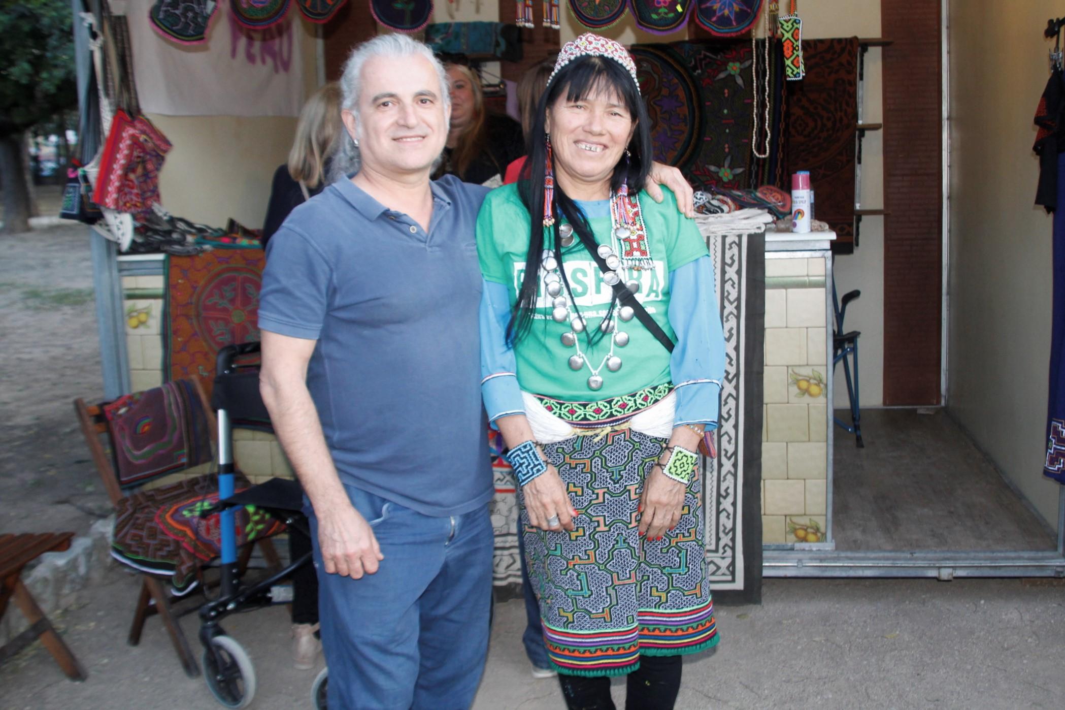Lambert Penalba amb l'artista peruana